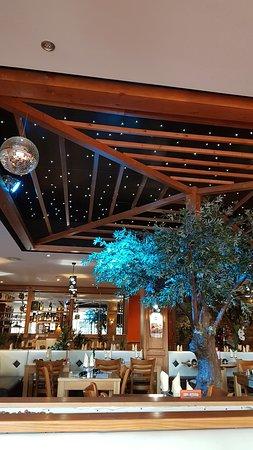 salle d\'intérieure avec plafond luineux et bien décoré - Photo de Le ...