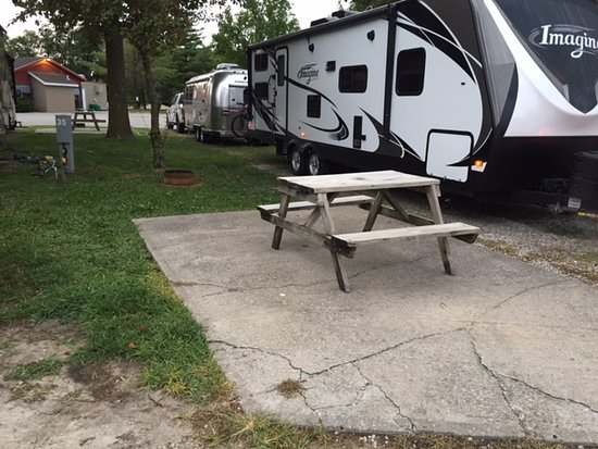 Cahokia, IL: Our site showing cement patio and camper backed in behind us. Samill BBQ in background
