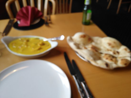 Comber, UK: Murg Silsila with nan bread