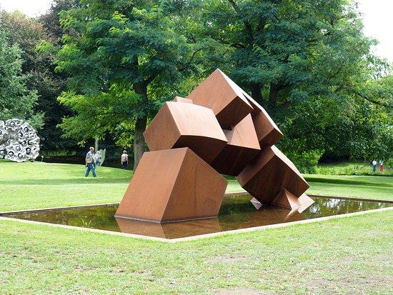 Budelsdorf, Allemagne : Også udendørs er der store skulpturer