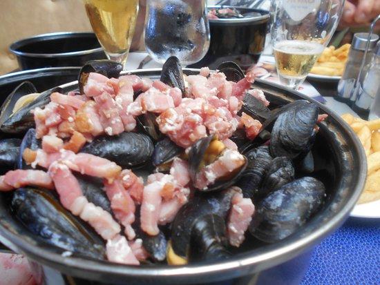 Brasserie Le Tropical: moules aux lardons!!!!!!!!!!!!