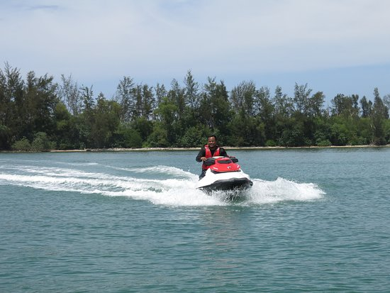 Muara, Brunei Darussalam: Jetski rental from Poni Divers at Pelumpung Spit!