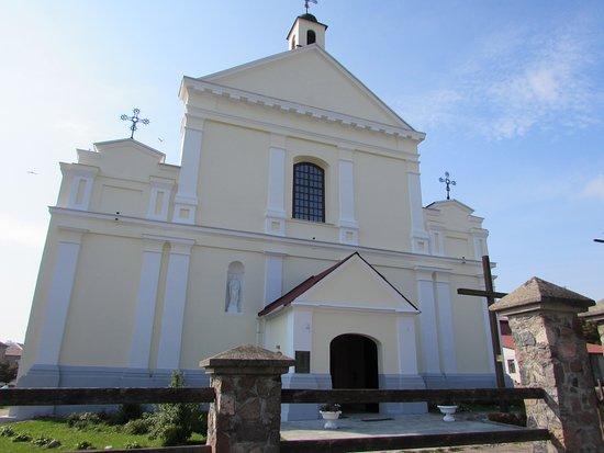 Новогрудок, Беларусь: Костел Святого Архангела Михаила - фасад