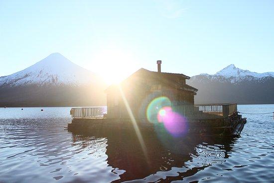 Volcan Osorno: Casita de muñecas, volcán Osorno y volcán puntiagudo, desde saltos del Petrohe