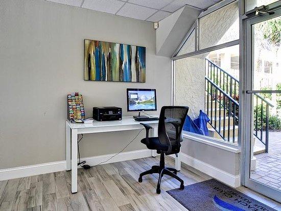 Belleair Beach, FL: Lobby Guest Computer