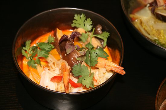 Thai red curry/ koriander/scampi/noodles