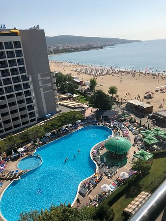 Palace Hotel: View of pool in hotel next door and sea.