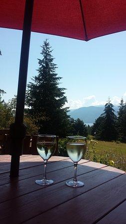 Celista, Kanada: 10 o'clock is wine o'clock if you're on vacation!