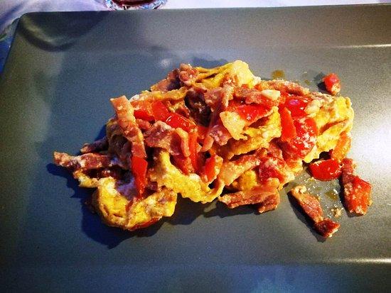 Marano sul Panaro, إيطاليا: tortelloni al peperoncino con pancetta e pomodorini