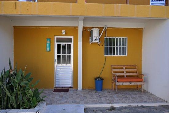 Porto do Mangue, RN: detalhe da entrada de um dormitório.