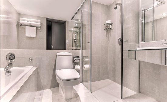 M Hotel Singapore Bathroom