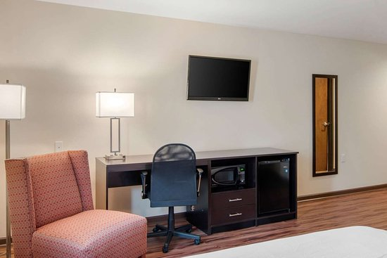 Springfield, Oregon: Guest room with flat-screen television