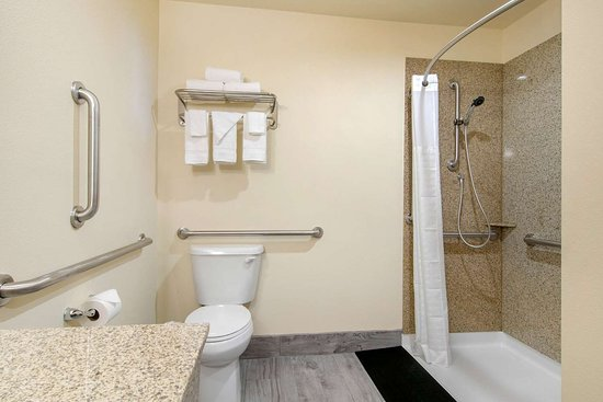 Springfield, Oregon: Bathroom in guest room