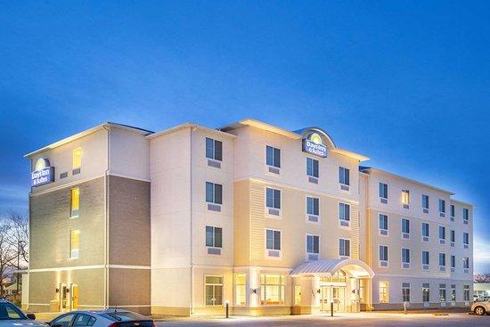 Days Inn  U0026 Suites By Wyndham Kearney