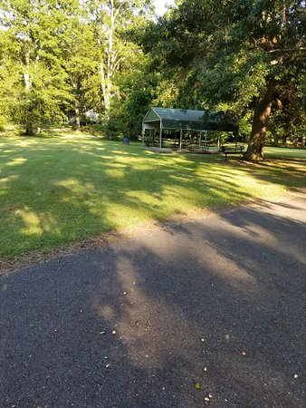 Wellston Trail: Covered sitting area