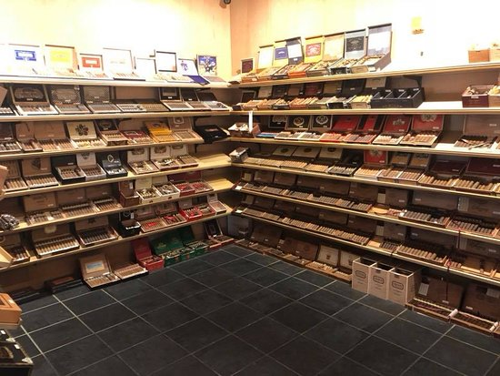 The Ligero Leaf: Over 400 facings with almost 30 cigar companies represented