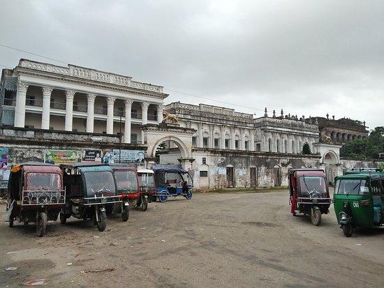 Manikganj, Bangladesch: At Morning look of Baliati palace