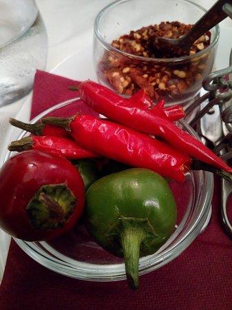 Carovilli, Italy: Peperoncini misti per i primi