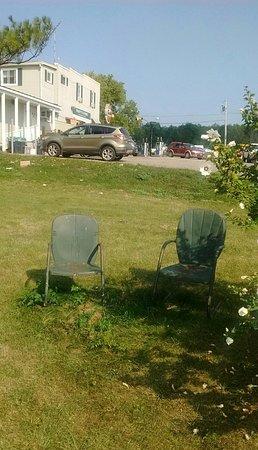 Bridport, VT: 24 août 2018 / J'étais assis sur la chaise à l'ombre