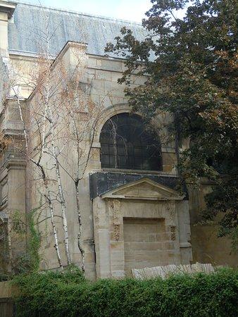 Fontaine des Guillemites