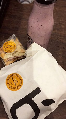 bueno : mixed berry shake and chicken shawrma sandwich