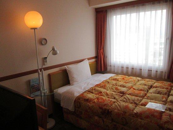 Toyoko Inn Toyama Ekimae 1: 部屋は常連にはいつも見慣れた安心仕様ですね