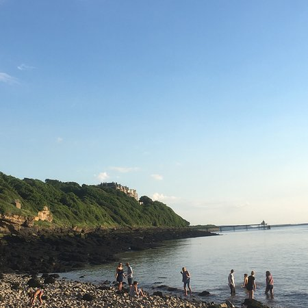 Clevedon, UK: Ladye Bay is the most unusual place I have been to but it is really lovely!  You are surrounded