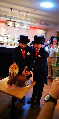 Devonshire Terrace: Cutting the cake