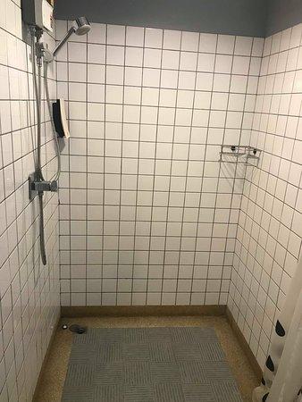 douche de la salle de bain privative - Picture of Chic ...