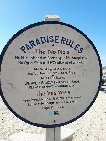 Paradise Cove Beach Cafe: nice that everyone respected the beach rules