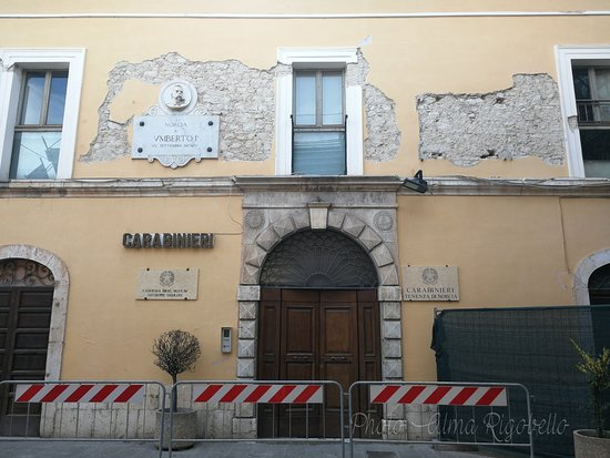 Statua Dedicata a San Benedetto Santo Patrono: Caserma dei Carabinieri