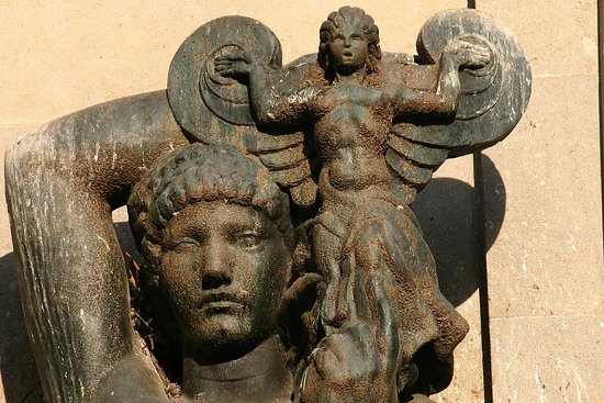 Dona amb angel