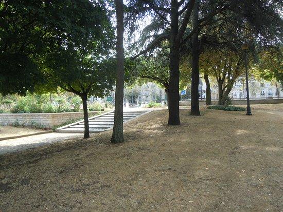 Square Anna de Noailles