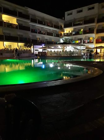 View around the small pool where they have the entertainment