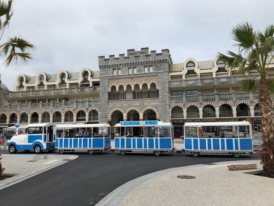 Hendaye, Frankrike: Le Casino Mauresque, seul bâtiment construit directement sur la plage.