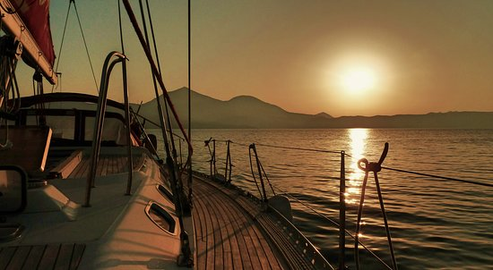 Adamas, Grecia: Sail into the Sunset