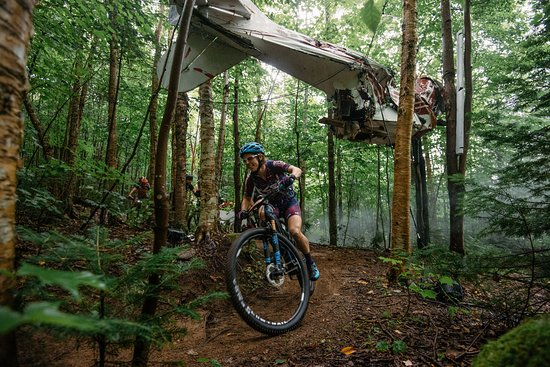 Lac Delage, Canada: Hey guys, did you see a plane?! - Kerozen (intermédiaire)* Quebec SingleTrack Experience Event