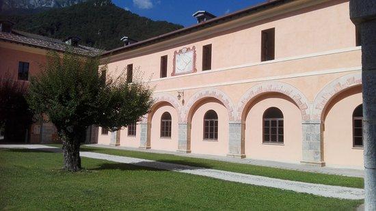 Interni Di Villa Certosa : Certosa di pesio giardino interno. foto di certosa di pesio