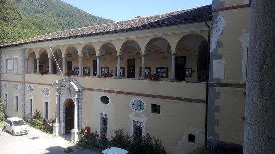 Interni Di Villa Certosa : Certosa di pesio interno vista ala sud. foto di certosa di pesio