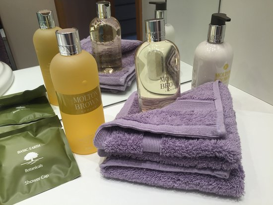 Felsted, UK: Luxuary Molton Brown toiletries