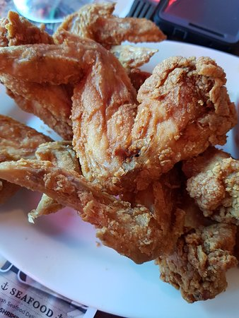 Dallas BBQ: Ginormous chicken wings