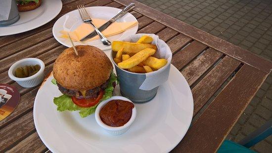 Lazne Bohdanec, Tsjekkia: Hovězí burger, domácí hranolky