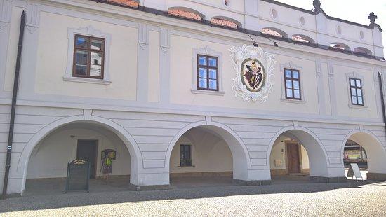 Lazne Bohdanec, Tsjekkia: Radnice se vstupem do restaurace