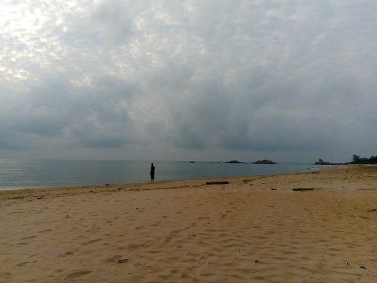 Kijalena Inn: Kijal beach.
