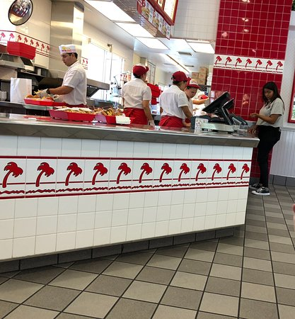 In-N-Out Burger: Corona InNOut