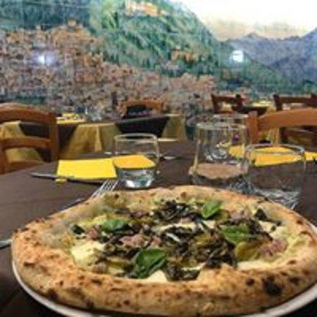 """la nostra sala """"piazzetta""""dove potrete gustare le nostre pizze ad impasto napoletano"""