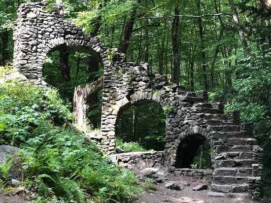 West Chesterfield, NH: Madame Sherri's castle ruins