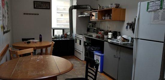 Auberge L'Apero: Kitchen