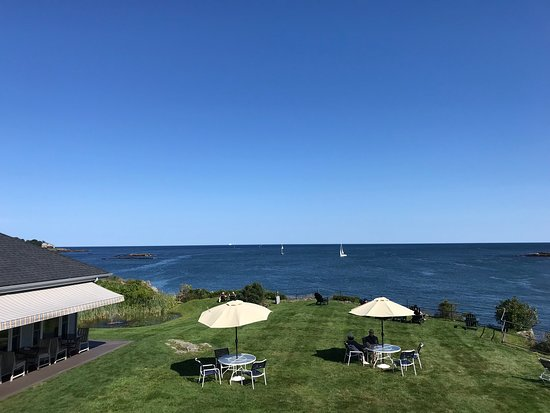 Stage Neck Inn: Ocean View room overlooking the Lawn