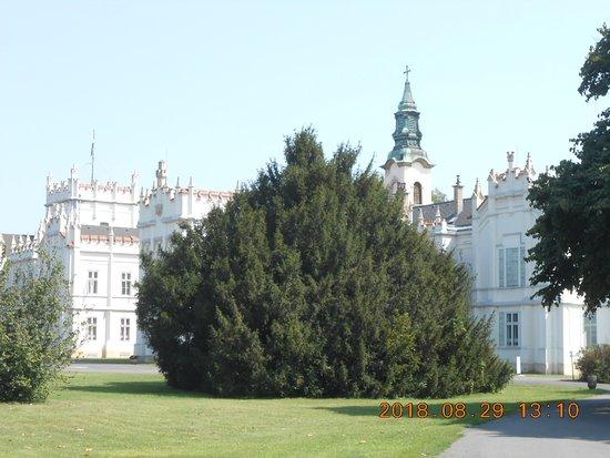 Martonvasar, Ungheria: A kastély a park felől.